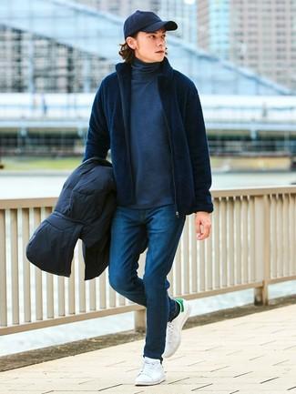 Comment porter: doudoune noire, pull à fermeture éclair bleu marine, pull à col roulé gris foncé, jean skinny bleu marine