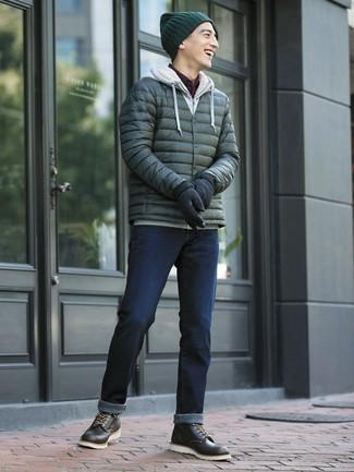 Comment porter: doudoune vert foncé, sweat à capuche gris, chemise à manches longues à carreaux bordeaux, jean bleu marine