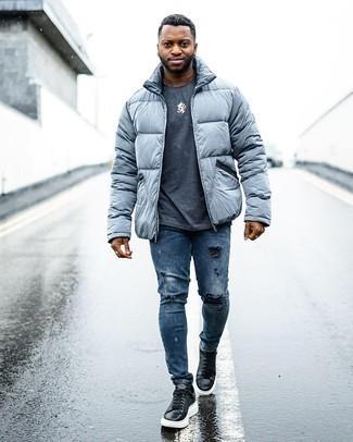 Comment s'habiller pour un style relax: Harmonise une doudoune grise avec un jean skinny déchiré bleu pour une tenue idéale le week-end. Une paire de baskets basses en cuir noires et blanches rendra élégant même le plus décontracté des looks.