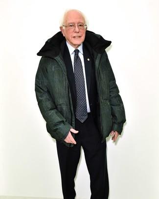 Comment porter: doudoune vert foncé, costume noir, chemise de ville blanche, cravate imprimée noire et blanche