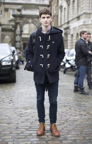 Comment porter un duffel-coat bleu marine: Associe un duffel-coat bleu marine avec un jean bleu marine pour créer un look chic et décontracté. Une paire de des bottes de loisirs en cuir marron s'intégrera de manière fluide à une grande variété de tenues.