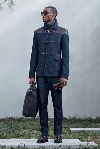 Comment porter: duffel-coat bleu marine, pull à col roulé gris foncé, jean bleu marine, double monks en cuir marron foncé