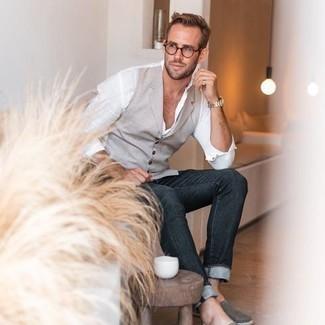 Comment porter des lunettes de soleil transparentes: Harmonise un gilet gris avec des lunettes de soleil transparentes pour obtenir un look relax mais stylé. Une paire de espadrilles en toile grises est une option avisé pour complèter cette tenue.