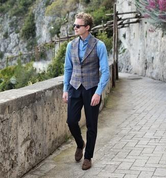 Comment s'habiller au printemps: Porte un gilet en laine écossais gris et un pantalon de costume bleu marine pour dégager classe et sophistication. Une paire de mocassins à pampilles en daim marron foncé apporte une touche de décontraction à l'ensemble. Ce look est une excellente idée pour cette saison.