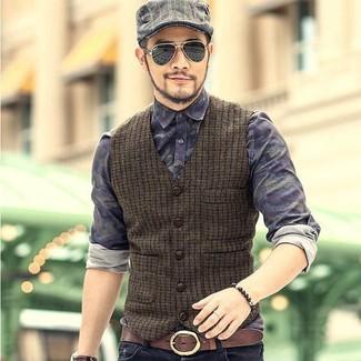 Comment porter un bracelet marron foncé: Essaie d'associer un gilet en laine olive avec un bracelet marron foncé pour un déjeuner le dimanche entre amis.