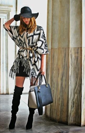 Comment porter: gilet à motif zigzag blanc et noir, robe moulante noire, cuissardes en daim noires, sac fourre-tout en cuir noir