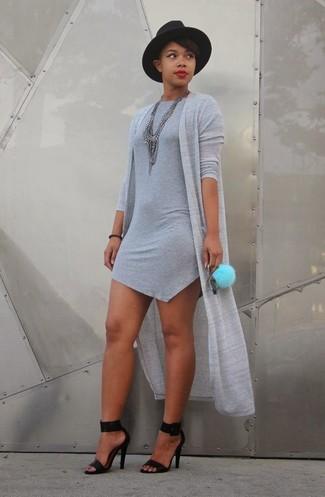 Tenue  Gilet gris, Robe moulante grise, Sandales à talons en cuir noires,  Chapeau en laine noir   Mode femmes 3dc8d3b58692