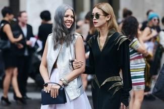 Comment porter: gilet sans manches en cuir gris, jupe patineuse blanche, pochette en cuir noire