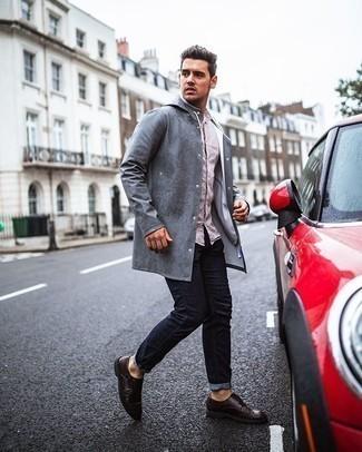 Tendances mode hommes: Harmonise un imperméable gris avec un jean bleu marine pour un look de tous les jours facile à porter. Habille ta tenue avec une paire de des double monks en cuir marron foncé.