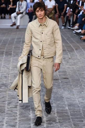 Comment porter: imperméable beige, veste en jean beige, t-shirt à col rond beige, jean beige