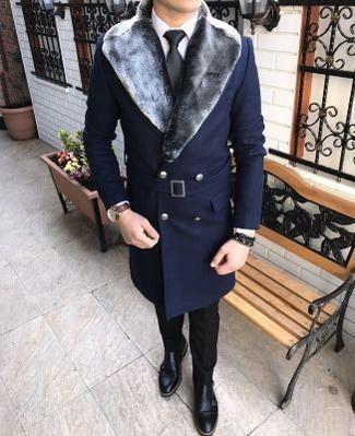 Comment porter: manteau à col fourrure bleu marine, chemise de ville blanche, pantalon de costume noir, double monks en cuir noirs