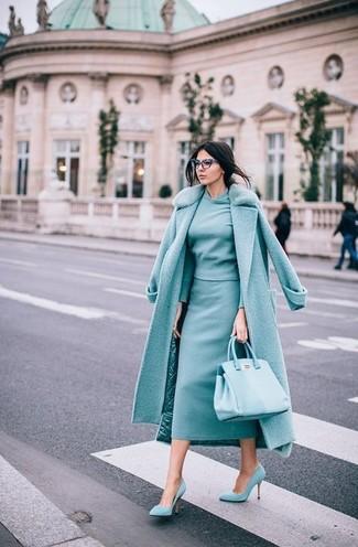 Comment porter: manteau à col fourrure vert menthe, pull à col rond vert menthe, jupe mi-longue vert menthe, escarpins en daim vert menthe