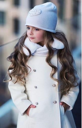 Comment porter: manteau blanc, bonnet blanc, écharpe blanche