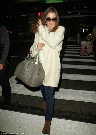 Manteau blanc jean skinny bleu marine bottines sac fourre tout gris large 920