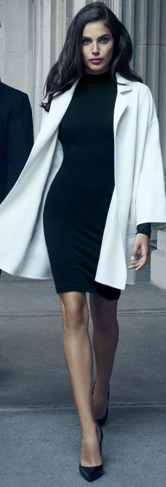 Comment porter: manteau blanc, robe moulante noire, escarpins en cuir noirs