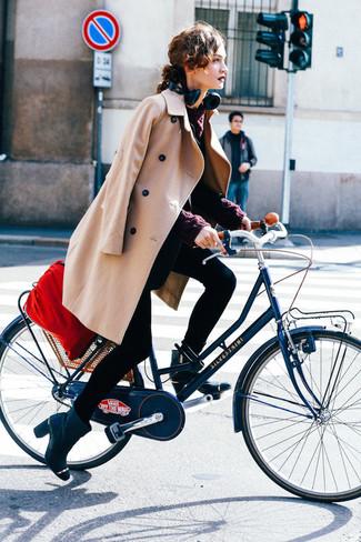 Comment porter: manteau marron clair, blazer noir, pull torsadé bordeaux, jean skinny noir