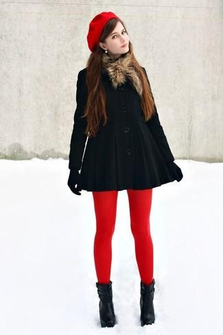 Comment porter: manteau noir, bottines en cuir noires, gants en laine noirs, béret rouge