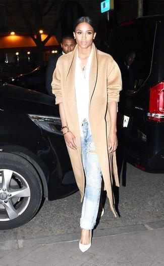 Manteau brun clair chemise de ville jean boyfriend bleu clair escarpins large 9434