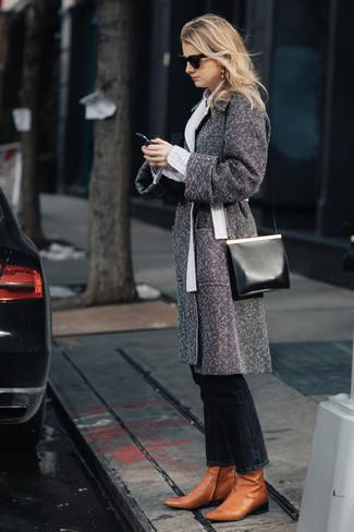 Comment porter: manteau à chevrons gris, chemise de ville à carreaux blanche, jean noir, bottines en cuir tabac