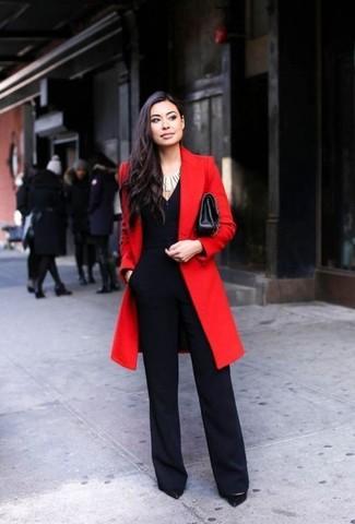 Pense à marier un manteau rouge avec une combinaison pantalon noire femmes Stella McCartney pour une tenue idéale le week-end. Habille ta tenue avec une paire de des escarpins en cuir noirs.