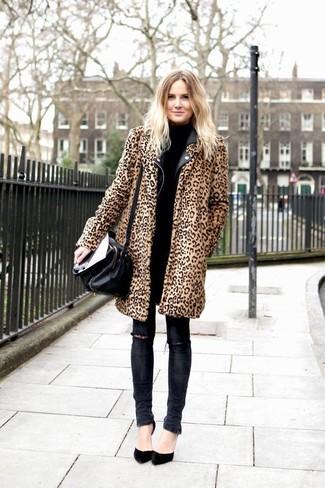 Tenue  Manteau de fourrure imprimé léopard marron clair, Veste motard en  cuir noire, Pull à col roulé noir, Jean skinny déchiré gris foncé   Mode  femmes 7224de47afdf