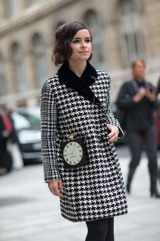 Manteau en pied de poule noir et blanc sac bandouliere orne noir collants large 1385