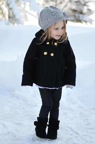 Comment porter: manteau noir, jean noir, bottes noires, béret gris