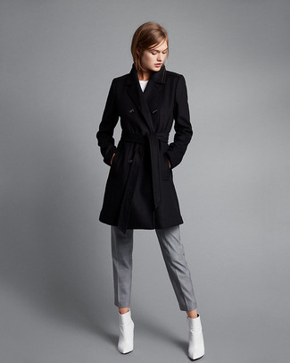 Comment porter des baskets basses blanches avec un manteau noir et ... 67946a7fdfd