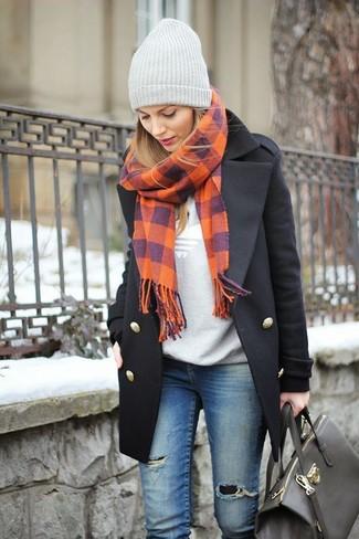 458cec5be9fc Comment porter  manteau noir, pull à col rond imprimé gris, jean skinny  déchiré