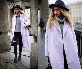 Comment porter: manteau violet clair, pull à col roulé en tricot gris, jean skinny noir, bottes hauteur genou en cuir noires