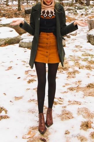 Comment porter: manteau olive, pull à col roulé en laine imprimé noir, jupe boutonnée en velours côtelé orange, bottines à lacets en cuir marron