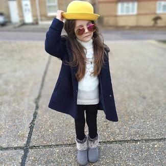 Comment porter: manteau bleu marine, pull blanc, leggings noirs, bottes grises