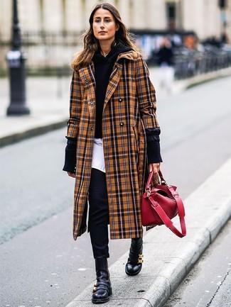 Comment porter: manteau écossais marron clair, sweat à capuche noir, chemise de ville blanche, pantalon slim noir