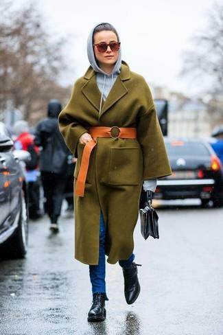 Comment porter: manteau olive, sweat à capuche gris, jean skinny bleu, bottines plates à lacets en cuir noires