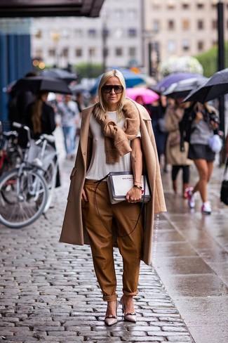 Escarpins en cuir ornés marron clair Versace