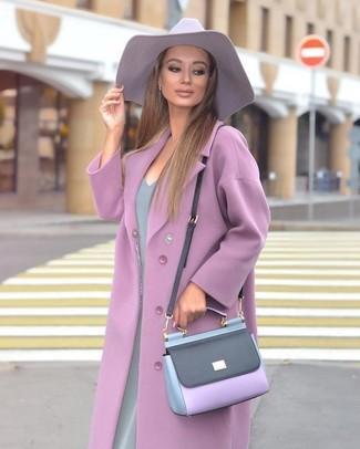 Comment porter: manteau violet clair, robe fourreau grise, sac bandoulière en cuir violet clair, chapeau violet clair