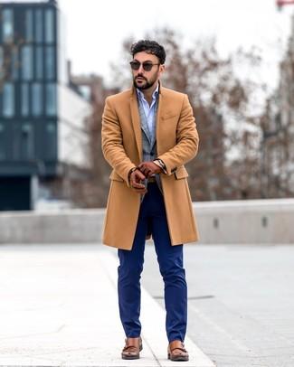 Comment porter une ceinture en cuir marron quand il fait froid: Pense à opter pour un pardessus marron clair et une ceinture en cuir marron pour une tenue idéale le week-end. Jouez la carte classique pour les chaussures et assortis cette tenue avec une paire de des double monks en cuir marron.