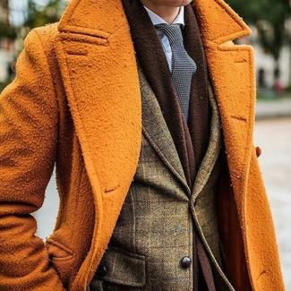 Comment porter: pardessus orange, blazer en laine à carreaux olive, chemise de ville bleu clair, cravate á pois noire et blanche