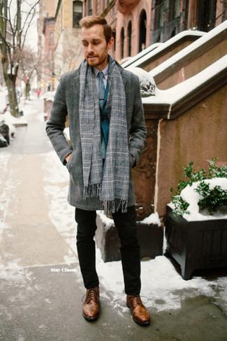 Comment porter: pardessus gris, blazer bleu canard, chemise de ville grise, pantalon chino noir