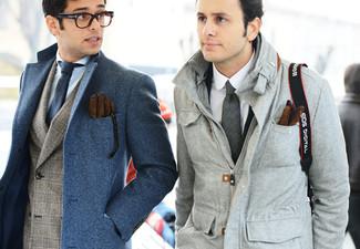 Comment porter: pardessus bleu, blazer écossais gris, chemise de ville bleu clair, cravate en laine bleu marine