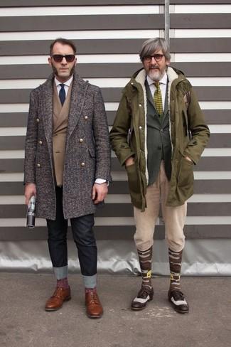 Comment porter: pardessus marron foncé, blazer croisé marron, chemise de ville blanche, jean noir
