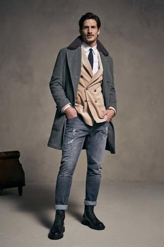 Comment porter  pardessus gris foncé, blazer croisé beige, chemise de ville  blanche, 785b09531440