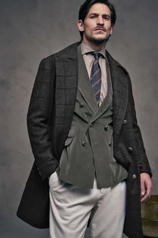 Comment porter: pardessus écossais noir, blazer croisé en velours côtelé olive, chemise de ville marron clair, jean en velours côtelé beige