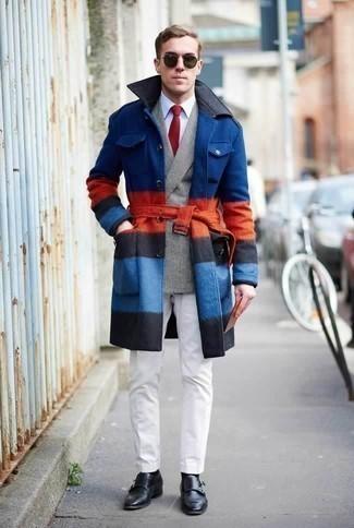 Comment porter un blazer croisé écossais gris pour un style elégantes: Harmonise un blazer croisé écossais gris avec un pantalon chino blanc pour un look idéal au travail. D'une humeur audacieuse? Complète ta tenue avec une paire de des double monks en cuir noirs.