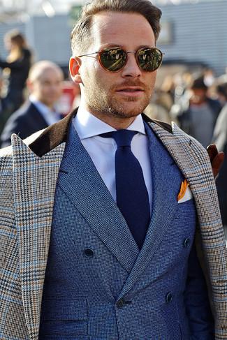 Comment porter: pardessus en pied-de-poule marron, blazer croisé bleu, chemise de ville blanche, cravate bleu marine