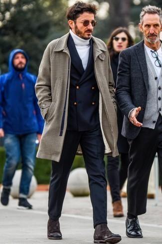 Comment s'habiller en hiver: Pense à associer un pardessus en pied-de-poule marron avec un pantalon de costume en laine bleu marine pour dégager classe et sophistication. Tu veux y aller doucement avec les chaussures? Opte pour une paire de des bottines chelsea en daim marron foncé pour la journée. On aime ce look, très hivernale.