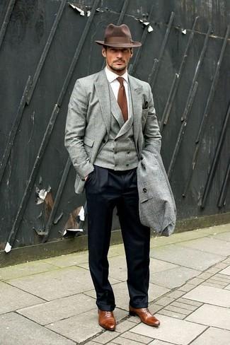 Comment porter: pardessus gris, blazer gris, gilet gris, chemise de ville blanche