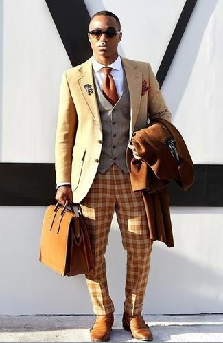 Comment porter: pardessus tabac, blazer en laine marron clair, gilet en laine gris, chemise de ville blanche