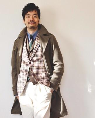 Comment porter: pardessus marron, blazer en laine écossais marron clair, gilet en laine marron, chemise de ville bleue