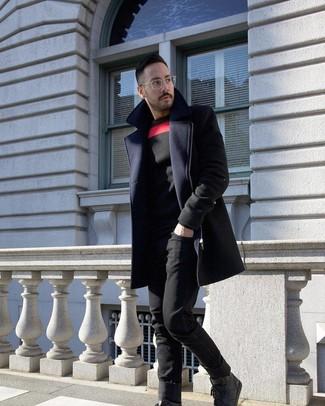 Comment porter: pardessus bleu marine, pull à col rond imprimé noir, jean noir, baskets montantes en cuir noires